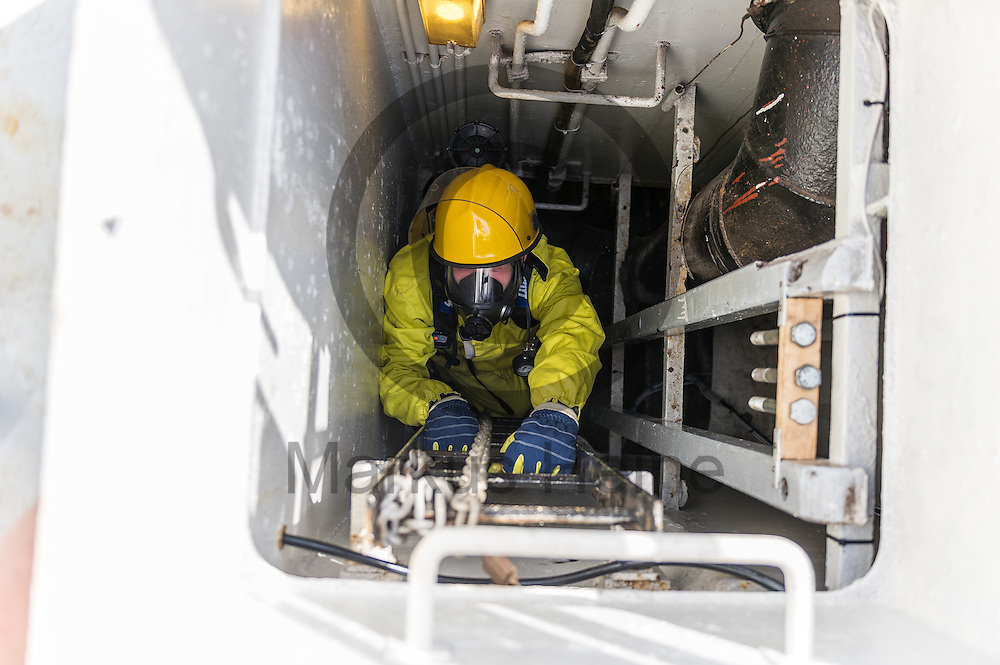 Ein Besatzungsmitglied klettert am 15.09.2016 in Paola, Malta auf dem Fluechtlingsrettungsboot Sea-Watch 2 bei einer Brandschutz&uuml;bung eine Notleiter herauf. Foto: Markus Heine / heineimaging<br /> <br /> ------------------------------<br /> <br /> Veroeffentlichung nur mit Fotografennennung, sowie gegen Honorar und Belegexemplar.<br /> <br /> Publication only with photographers nomination and against payment and specimen copy.<br /> <br /> Bankverbindung:<br /> IBAN: DE65660908000004437497<br /> BIC CODE: GENODE61BBB<br /> Badische Beamten Bank Karlsruhe<br /> <br /> USt-IdNr: DE291853306<br /> <br /> Please note:<br /> All rights reserved! Don't publish without copyright!<br /> <br /> Stand: 09.2016<br /> <br /> ------------------------------