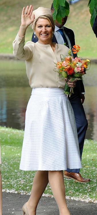 """Koning Willem-Alexander en Koningin Maxima tijdens het streekbezoek aan de achterhoek. Het bezoek staat in het teken van de Achterhoek Agenda 2020, een innovatief voor de toekomst van de Achterhoek dat aansluit op de toekomstvisies van de provincie, de Rijksoverheid en Europa. <br /> <br /> King Willem-Alexander and Queen Maxima visiting the region """"Achterhoek"""". The visit will focus on the Achterhoek Agenda 2020, an innovative for the future of the Achterhoek that meets the future visions of the province, the government and Europe.<br /> <br /> Op de foto / On the photo:  Koningin Maxima in Groenlo / Queen Maxima in Groenlo"""