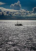 VLIELAND - Vissersboot op de Waddenzee. ANP COPYRIGHT KOEN SUYK
