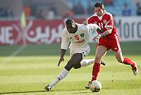 FOOTBALL - AFRICAN NATIONS CUP 2004 - FIRST ROUND - GROUP A - 040201 - TUNISIA v GUINEA - DIANBODO BALDE (GUI) / SANTOS (TUN) - PHOTO JEAN MARIE HERVIO / FLASH PRESS<br />  *** Local Caption *** 40001021