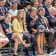 NLD/Tilburg/20170427- Koningsdag 2017, Koning Willem Alexander met Koningin Maxima en hun dochters Alexia, Amalia, Ariane