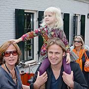 NLD/Oudekerk a/d Amstel/20080618 - Boekpresentatie Vivianne Ewbank, John Ewbank met dochter Day