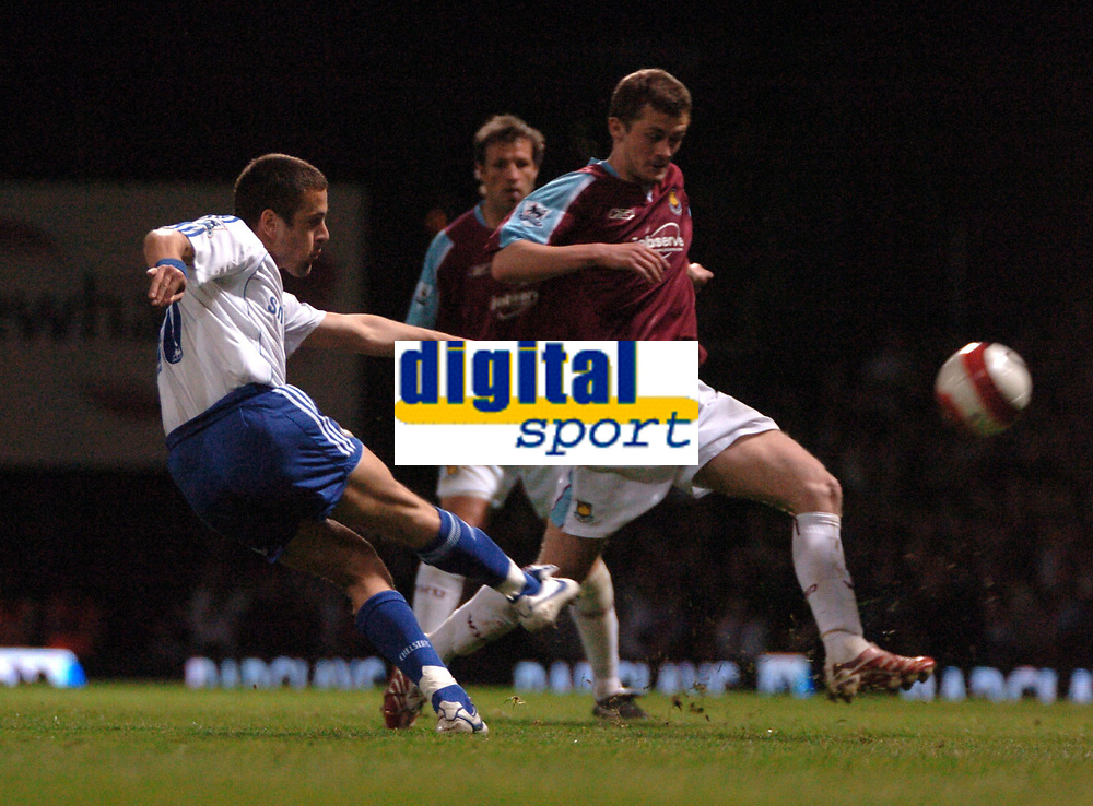 Photo: Tony Oudot.<br /> West Ham United v Chelsea. The Barclays Premiership. 18/04/2007.<br /> Joe Cole of Chelsea gets a shot in