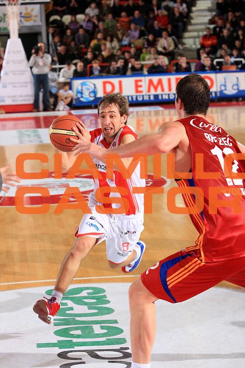 DESCRIZIONE : Teramo Lega A1 2008-09 Bancatercas Teramo Lottomatica Virtus Roma<br /> GIOCATORE : Giuseppe Poeta<br /> SQUADRA : Bancatercas Teramo<br /> EVENTO : Campionato Lega A1 2008-2009<br /> GARA : Bancatercas Teramo Lottomatica Virtus Roma<br /> DATA : 15/02/2009<br /> CATEGORIA : penetrazione<br /> SPORT : Pallacanestro<br /> AUTORE : Agenzia Ciamillo-Castoria/M.Carrelli<br /> Galleria : Lega Basket A1 2008-2009<br /> Fotonotizia : Teramo Campionato Italiano Lega A1 2008-2009 Bancatercas Teramo Lottomatica Virtus Roma<br /> Predefinita :