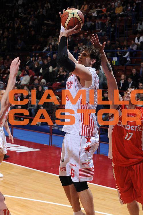 DESCRIZIONE : Milano Lega A 2009-10 Armani Jeans Milano Cimberio Varese<br /> GIOCATORE : Stefano Mancinelli<br /> SQUADRA : Armani Jeans Milano<br /> EVENTO : Campionato Lega A 2009-2010 <br /> GARA : Armani Jeans Milano Cimberio Varese<br /> DATA : 31/01/2010<br /> CATEGORIA : Tiro<br /> SPORT : Pallacanestro <br /> AUTORE : Agenzia Ciamillo-Castoria/A.Dealberto<br /> Galleria : Lega Basket A 2009-2010 <br /> Fotonotizia : Milano Campionato Italiano Lega A 2009-2010 Armani Jeans Milano Cimberio Varese<br /> Predefinita :