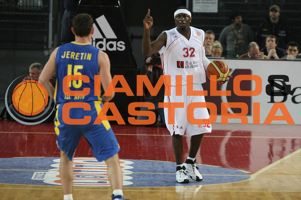 DESCRIZIONE : Roma Eurolega 2006-07 Top 16 Lottomatica Virtus Roma Maccabi Tel Aviv <br /> GIOCATORE : Chatman <br /> SQUADRA : Lottomatica Virtus Roma <br /> EVENTO : Eurolega 2006-2007 Top 16 <br /> GARA : Lottomatica Virtus Roma Maccabi Tel Aviv <br /> DATA : 22/02/2007 <br /> CATEGORIA : Palleggio <br /> SPORT : Pallacanestro <br /> AUTORE : Agenzia Ciamillo-Castoria/G.Ciamillo