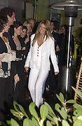 Elle Macpherson. An evening at Sanderson in aid of Sargent Cancer Care for children. Sanderson Hotel. 28 May 2002. © Copyright Photograph by Dafydd Jones 66 Stockwell Park Rd. London SW9 0DA Tel 020 7733 0108 www.dafjones.com