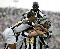 Udine, 03/10/2004<br /> <br /> Quinta giornata del Campionato di calcio Serie A<br /> <br /> Incontro Udinese-Juventus 0-1<br /> <br /> Juventini festeggiano il gol di Zalayeta<br /> <br /> Montero (L) Appiah (Up) Zebina (R) Ibrahimovic and Camoranesi (covered) celebrate Marcelo Zalayeta scorer of goal<br /> <br /> Foto Graffiti