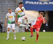 Lars Stindl (Borussia Mönchengladbach) gegen Joshua Kimmich (Bayern München), rechts during the Bayern Munich vs Borussia Monchengladbach Bundesliga match at Allianz Arena, Munich, Germany on 13 June 2020.
