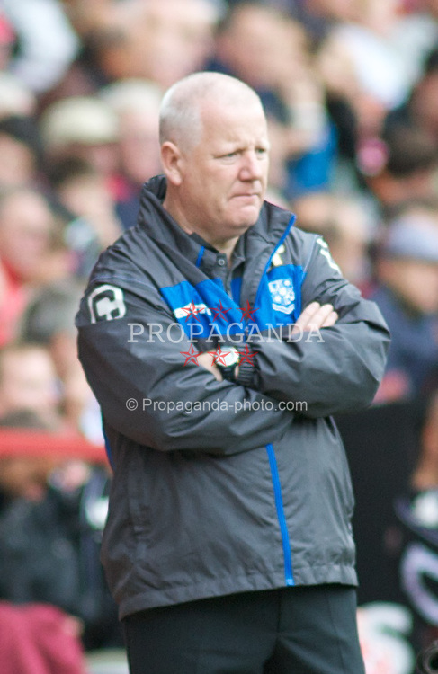 LONDON, ENGLAND - Saturday, October 8, 2011: Tranmere Rovers'  Manager Les Parry watches from the dugout against Charlton Athletic during the Football League One match at The Valley. (Pic by Gareth Davies/Propaganda)