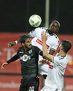 Sporting's player Bryan Ruiz (L ) fights for the ball with Nacional´s player Aly Ghazal   (C ) during Portuguese First League football match Nacional vs Sporting held at Madeira Stadium, Funchal, Portugal, 13 February, 2016.  LUSA / GREGÓRIO CUNHA