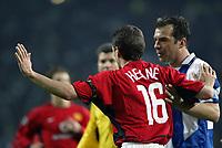 PORTO-25 FEVEREIRO:ROY KEANE#16 e JORGE COSTA#2 no jogo F.C. Porto vs Manchester United F.C. primeira mao dos oitavos de final da Liga dos campeoes realizado no estadio do Dragao 25/02/2004.<br />(PHOTO BY:GERARDO SANTOS/AFCD)