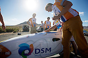 De VeloX2 wordt gepoetst voor de foto. In de buurt van Battle Mountain, Nevada, strijden van 10 tot en met 15 september 2012 verschillende teams om het wereldrecord fietsen tijdens de World Human Powered Speed Challenge. Het huidige record is 133 km/h.<br />