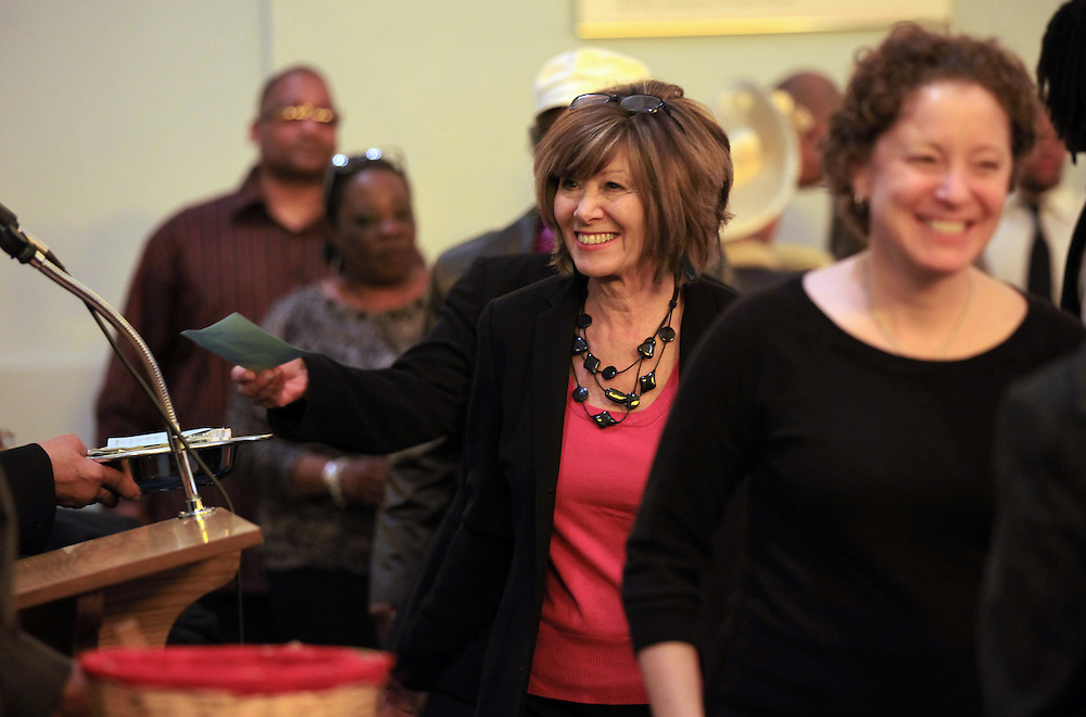 Gina Berger gives an offering at the South Calvary Baptist Church in Indianapolis, Ind. A strong bond has formed between the members of a Sephardic Jewish congregation that used to be in downtown Indianapolis and the African-American Christians who have subsequently moved into the neighborhood..Chris Bergin/ For the New York Times