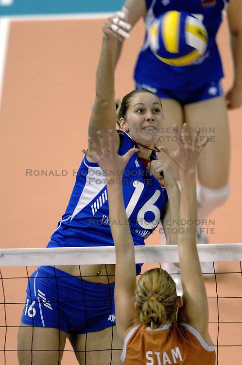 01-10-2006 VOLLEYBAL: KWALI WGP2007: NEDERLAND - RUSLAND: VARNA<br /> Nederland verliest kansloos de finale van Rusland met 3-0 / Yulia Merkulova<br /> &copy;2006: WWW.FOTOHOOGENDOORN.NL
