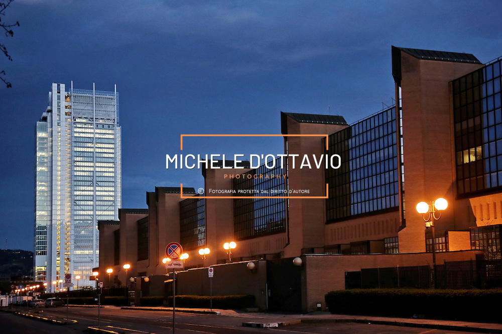 In piano il Palazzo di Giustizia Bruno Caccia di Torino, sullo sfondo <br /> il grattacielo di Intesa Sanpaolo di Torino, firmato da Renzo Piano, 166 metri di altezza su 7mila mq di superficie, ospita il nuovo centro direzionale del gruppo bancario.