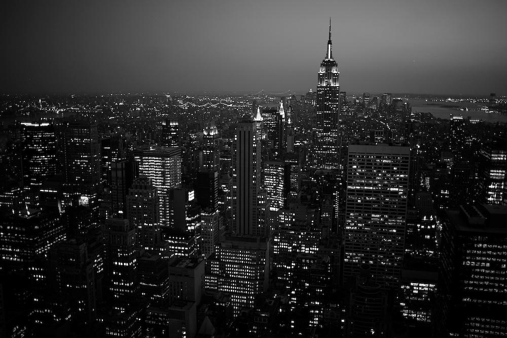 La parte sud de manhattan con el Empire State Building en medio, visto desde top of the rocks en el edificio Rockefeller. Manhattan. Nueva York. EE. UU.