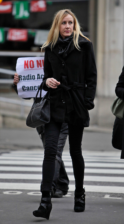 © Licensed to London News Pictures. 18/12/2012. London, U.K..Sally Roberts arrives to the Royal Courts Of Justice today (18/12/12) after lunch recess. ROBERTS is seeking an injunction to prevent her son, Neon, from undergoing radiotherapy treatment for a brain tumour for which he has already had surgery. It was Adjourned from December 7..Photo credit : Rich Bowen/LNP