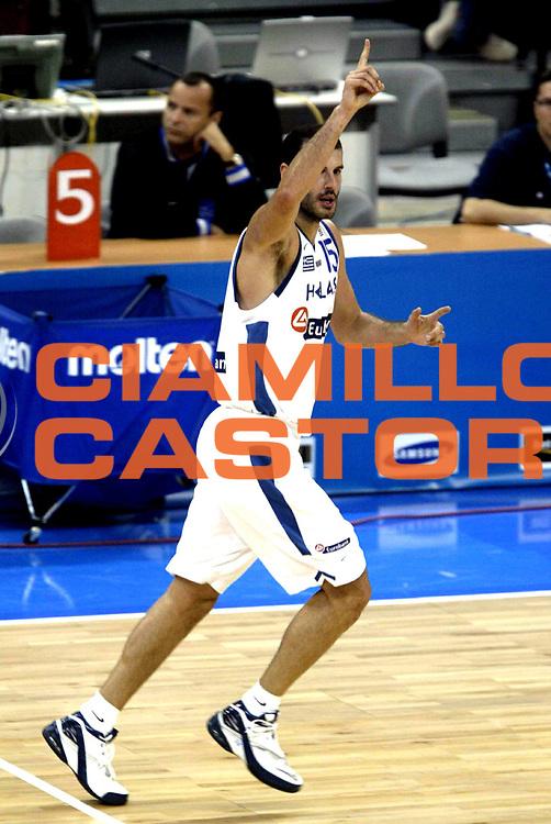 DESCRIZIONE : Belgrado Belgrade Eurobasket Men 2005 Francia Grecia<br /> GIOCATORE : Kakiouzis<br /> SQUADRA : Grecia Greece<br /> EVENTO : Eurobasket Men 2005 Campionati Europei Uomini 2005<br /> GARA : Francia Grecia France Greece<br /> DATA : 24/09/2005<br /> CATEGORIA :<br /> SPORT : Pallacanestro<br /> AUTORE : Ciamillo&amp;Castoria/Fiba Europe Pool