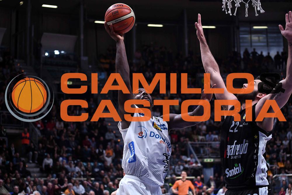 Dustin Hogue<br /> Virtus Segafredo Bologna - Dolomiti Energia Aquila Basket Trento<br /> LegaBasket Serie A 2017/2018<br /> Bologna, 21/01/2018<br /> Foto M.Ceretti / Ciamillo - Castoria