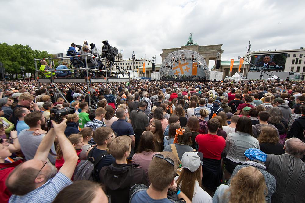 Berlin, Germany - 25.05.2017<br /> <br /> The German Protestant Church Assembly (&quot;Deutscher Evangelischer Kirchentag&rdquo;) in Berlin. Tens of thousands attend the church convention talk of Angela Merkel and Barack Obama in front of the Brandenburg Gate.<br /> <br /> Deutscher Evangelischer Kirchentag 2017 in Berlin. Zehntausende verfolgen das Kirchentag-Gespraech mit Angela Merkel und Barack Obama am Brandenburger Tor. <br /> <br /> Photo: Bjoern Kietzmann