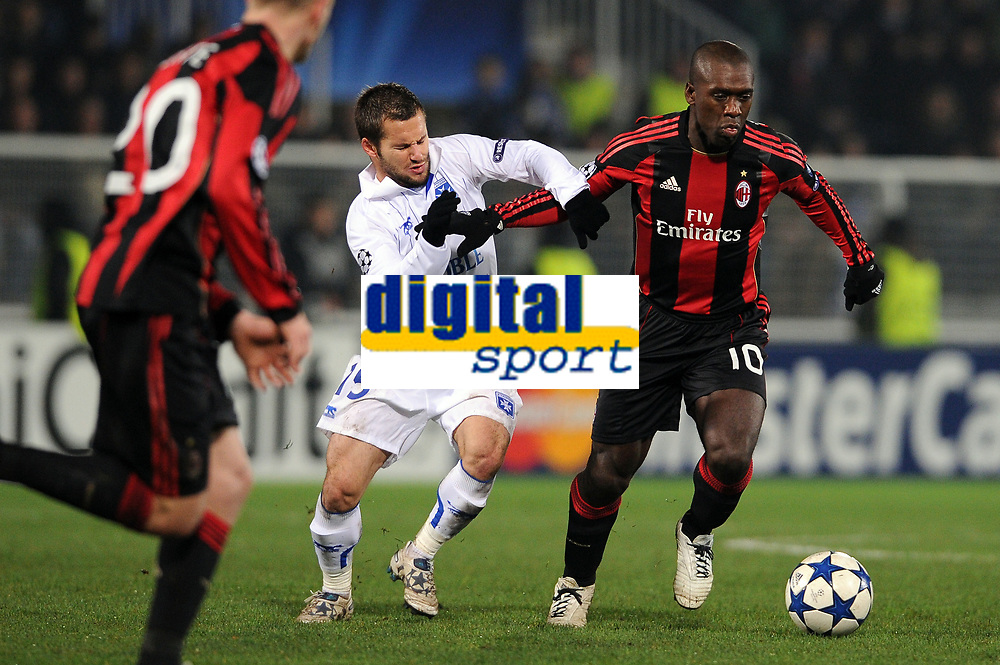 FOOTBALL - CHAMPIONS LEAGUE 2010/2011 - GROUP STAGE - GROUP G - AJ AUXERRE v MILAN AC - 23/11/2010 - CLARENCE SEEDORF (MILAN) - FREDERIC SAMMARITANO (AJA) - PHOTO FRANCK FAUGERE / DPPI