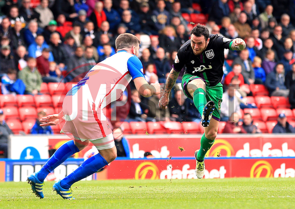 Lee Tomlin of Bristol City fires a shot at goal  - Mandatory by-line: Matt McNulty/JMP - 23/04/2016 - FOOTBALL - Ewood Park - Blackburn, England - Blackburn Rovers v Bristol City - Sky Bet Championship