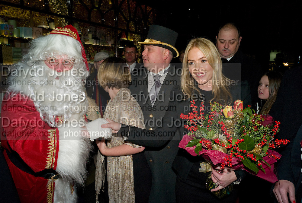 FATHER XMAS; PATSY KENSIT, Patsy Kensit turns on Burlington Arcade Christmas Lights, Burlington Arcade, London, W1. 26 November 2008 *** Local Caption *** -DO NOT ARCHIVE -Copyright Photograph by Dafydd Jones. 248 Clapham Rd. London SW9 0PZ. Tel 0207 820 0771. www.dafjones.com