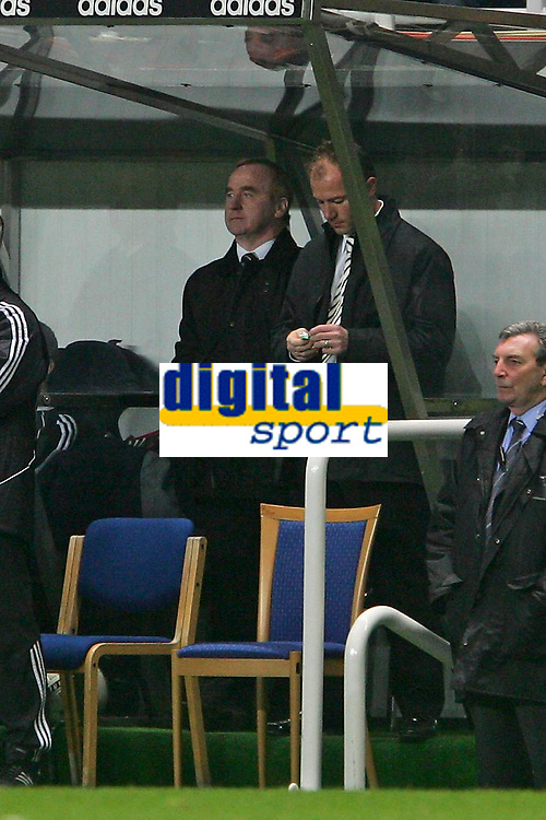 Photo: Andrew Unwin.<br />Newcastle United v Southampton. The FA Cup. 18/02/2006.<br />Newcastle's assistant caretaker-manager, Alan Shearer, takes up the managerial trait of chewing gum.