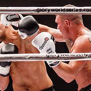 NLD/Amsterdam/20151204 - Freefightgala Glory26, Fred Sikking (witte handschoenen) tegen Zinedine Hameur - Lian (zwarte handschoenen)