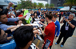 NANNING, CHINA - Sunday, March 25, 2018: Wales' Gareth Bale signs autographs for supporters after a training session at the Guangxi Sports Centre ahead of the 2018 Gree China Cup International Football Championship final match against Uruguay. (Pic by David Rawcliffe/Propaganda)