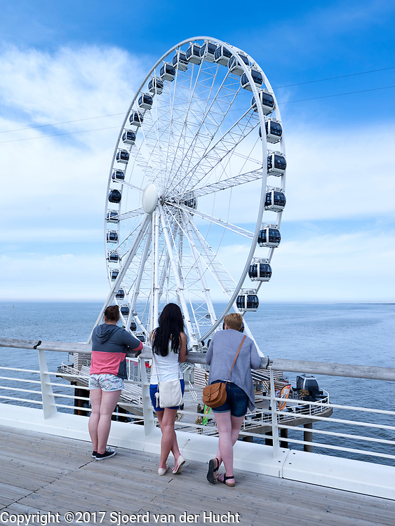 De pier met het reuzenrad, The Hague Beach, Scheveningen - The pier with ferris wheel, The Hague Beach, Scheveningen, Netherlands