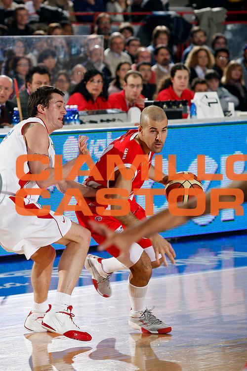 DESCRIZIONE : Varese Lega A1 2007-08 Cimberio Varese Siviglia Wear Teramo<br /> GIOCATORE : Marco Carra<br /> SQUADRA : Siviglia Wear Teramo<br /> EVENTO : Campionato Lega A1 2007-2008<br /> GARA : Cimberio Varese Siviglia Wear Teramo<br /> DATA : 03/02/2008<br /> CATEGORIA : Palleggio<br /> SPORT : Pallacanestro<br /> AUTORE : Agenzia Ciamillo-Castoria/G.Cottini