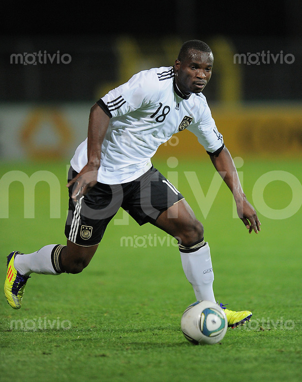 FUSSBALL INTERNATIONAL Laenderspiel U 20   05.10.2011 Deutschland - Italien Abu Bakarr Kargbo (Deutschland) am Ball
