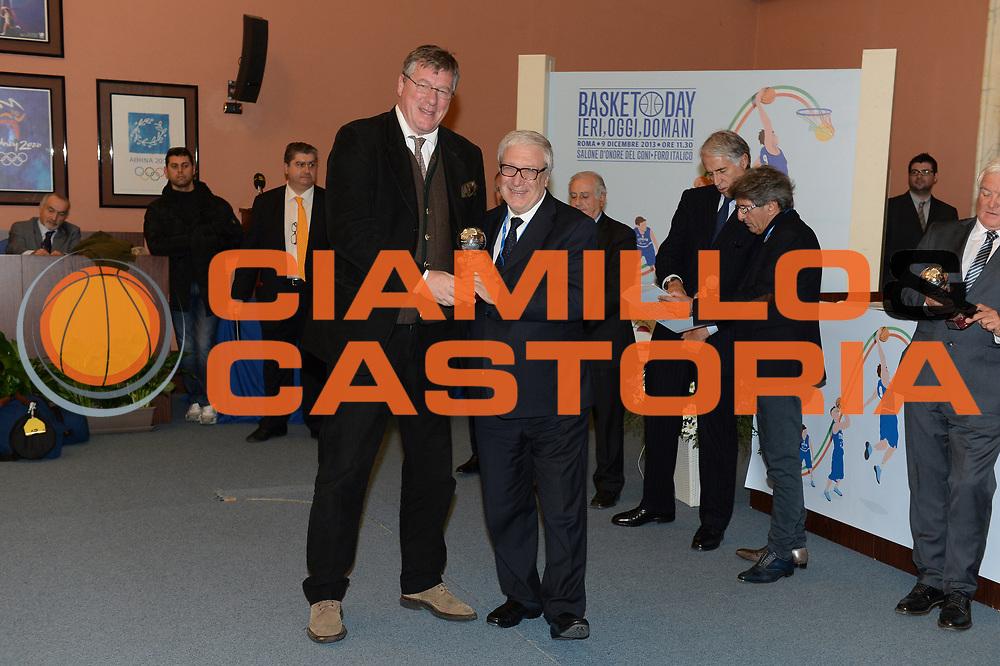 DESCRIZIONE : Roma Basket Day Hall of Fame 2013<br /> GIOCATORE : Marco Bonamico Gaetano Laguardia<br /> SQUADRA : FIP Federazione Italiana Pallacanestro <br /> EVENTO : Basket Day Hall of Fame 2013<br /> GARA : Roma Basket Day Hall of Fame 2013<br /> DATA : 09/12/2013<br /> CATEGORIA : Premiazione<br /> SPORT : Pallacanestro <br /> AUTORE : Agenzia Ciamillo-Castoria/GiulioCiamillo