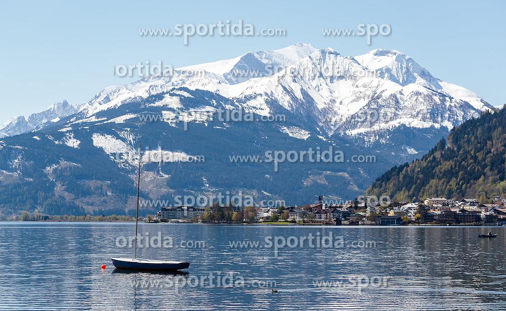 THEMENBILD - ein Segelboot im Zeller See vor der Bergkulisse der Hohen Tauern, aufgenommen am 30. April 2016, am Zeller See, Zell am See, Oesterreich // a sailboat in Lake Zell in front of the mountain scenery of the Hohe Tauern, Zell am See, Austria on 2016/04/30. EXPA Pictures © 2016, PhotoCredit: EXPA/ JFK