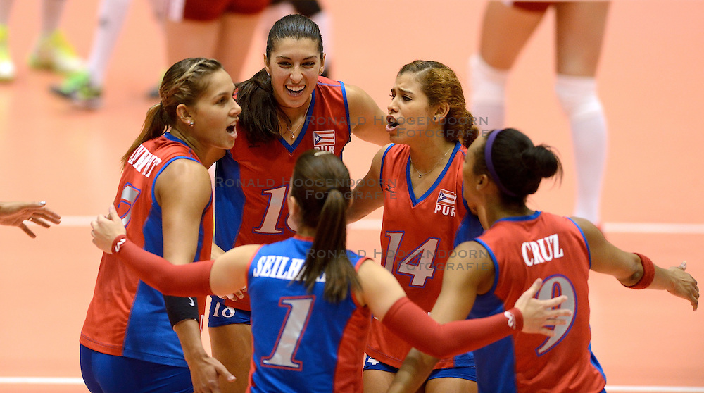 09-08-2014 NED: FIVB Grand Prix Puerto Rico - Polen, Doetinchem<br /> Stephanie Enright, Alexandra Oquendo, Natalia Valentin