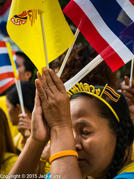 05 DECEMBER 2015 - BANGKOK, THAILAND:   A woman in the plaza at Siriraj Hospital looks up to the hospital room of the King on the 88th birthday of Bhumibol Adulyadej, the King of Thailand. Hundreds of people crowded into the plaza hoping to catch a glimpse of the revered Monarch. The King has lived at Siriraj Hospital off and on for more than four years.   PHOTO BY JACK KURTZ
