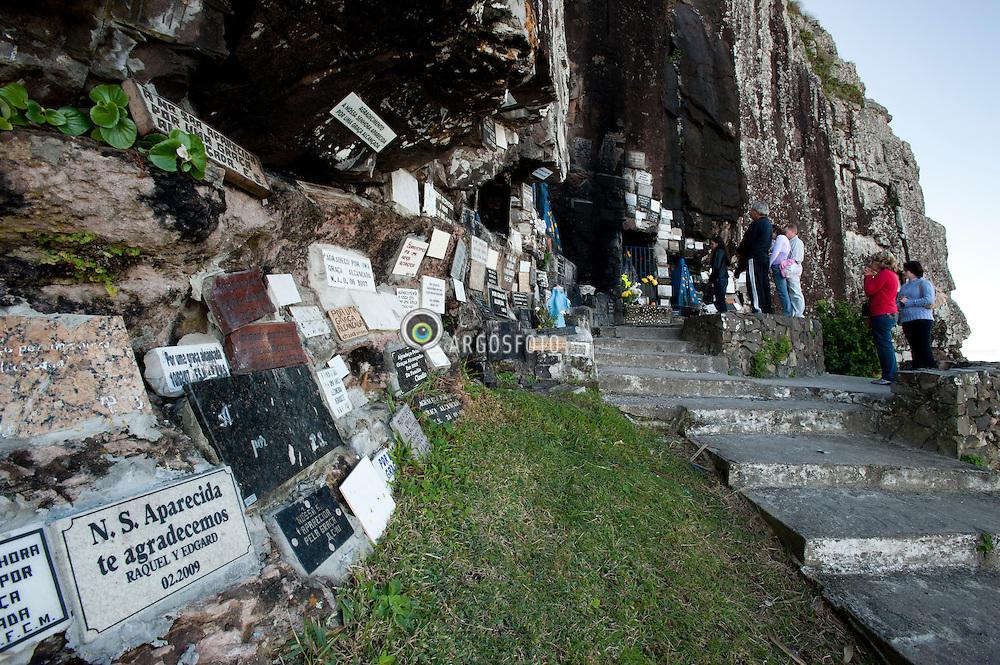 Gruta de N.Sa. Aparecida no Morro do farol ou Torre Norte. Torres - RS. / Nossa Senhora Aparecida Grotto at Morro do farol or torre Norte.