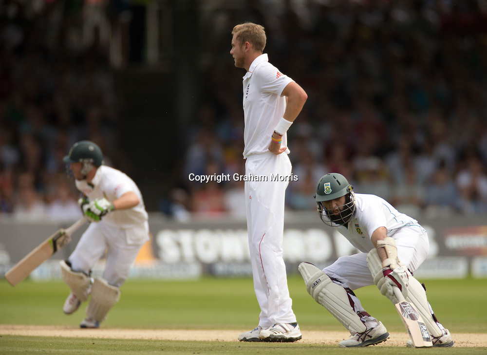 Hashim Amla (right) and AB de Villiers run off the bowling of Stuart Broad (centre) during the third and final Investec Test Match between England and South Africa at Lord's Cricket Ground, London. Photo: Graham Morris (Tel: +44(0)20 8969 4192 Email: sales@cricketpix.com) 19/08/12