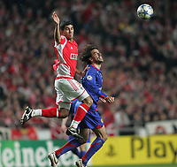 Photo: Lee Earle.<br /> Benfica v Manchester United. UEFA Champions League.<br /> 07/12/2005. Benfica's Anderson (L) and Ruud van Nistelrooy clash.