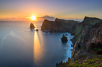 Sonennaufgang über der Halbinsel Sao Lourenco, Madeira, Portugal
