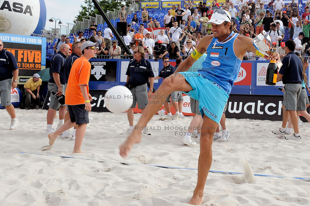 22-06-2008 VOLLEYBAL: WORLD TOUR BEACHVOLLEYBALL: PARIJS<br />