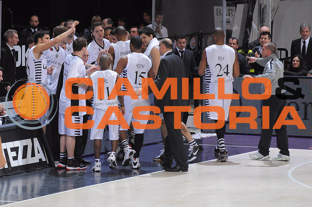 DESCRIZIONE : Bologna Lega A 2008-09 La Fortezza Virtus Bologna Lottomatica Virtus Roma<br /> GIOCATORE : Team La Fortezza Virtus Bologna<br /> SQUADRA : La Fortezza Virtus Bologna<br /> EVENTO : Campionato Lega A 2008-2009<br /> GARA : La Fortezza Virtus Bologna Lottomatica Virtus Roma<br /> DATA : 22/03/2009<br /> CATEGORIA : Esultanza<br /> SPORT : Pallacanestro<br /> AUTORE : Agenzia Ciamillo-Castoria/G.Ciamillo