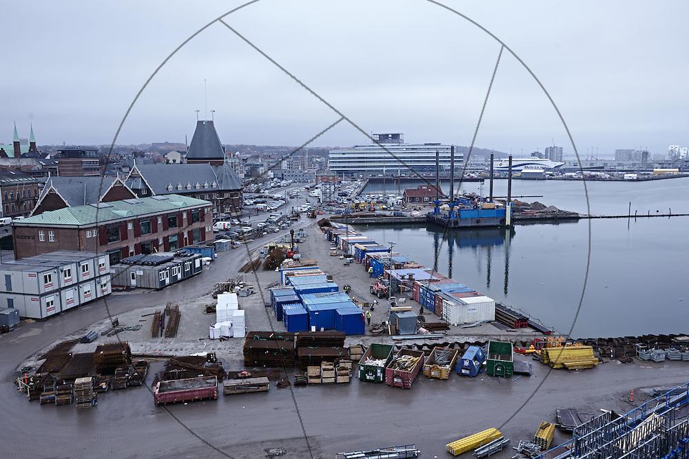 bygning af DOKK1, bibliotek og Borgerservice på havnen i Aarhus, havnen Aarhus, containere