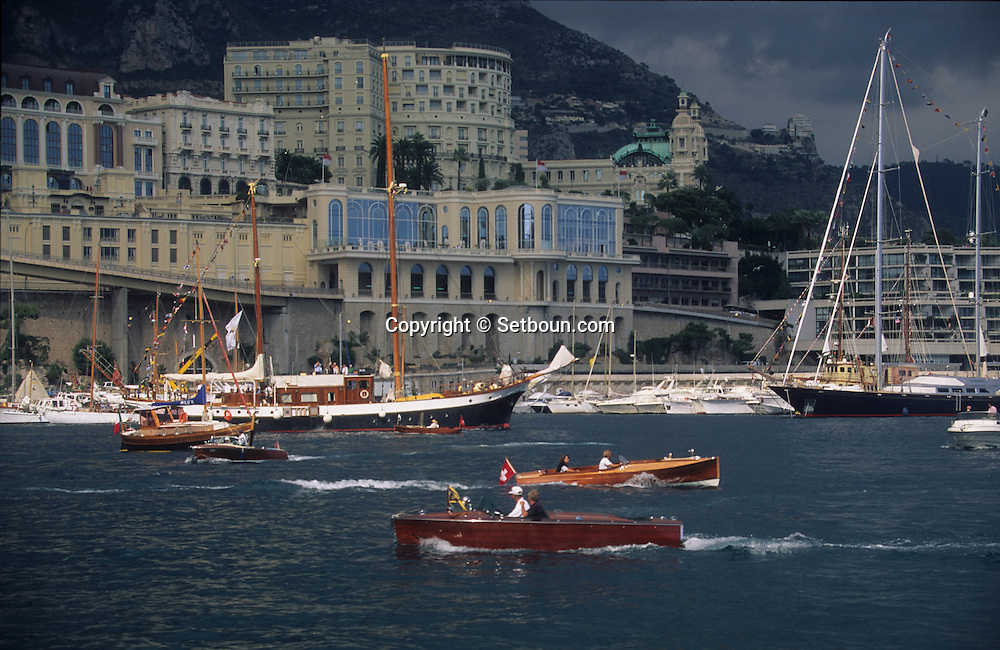 old boats in the port during the  - classic week -     Monaco        bateaux evoluant dans le port de monaco duant  la  - clasic week -     Monaco   R00286/12    L3253  /  R00286  /  P0007577