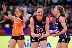 12.06.2018, Porsche Arena, Stuttgart<br /> Volleyball, Volleyball Nations League, Türkei / Tuerkei vs. Niederlande<br /> <br /> Jubel Kirsten Knip (#1 NED), Lonneke Sloetjes (#10 NED), Maret Balkestein-Grothues (#6 NED)<br /> <br /> Foto: Conny Kurth / www.kurth-media.de
