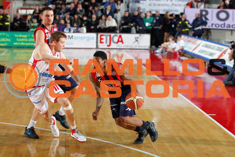 DESCRIZIONE : Varese Campionato Lega A 2011-12 Cimberio Varese Angelico Biella<br /> GIOCATORE : Aubrey Coleman<br /> CATEGORIA : Palleggio<br /> SQUADRA : Angelico Biella<br /> EVENTO : Campionato Lega A 2011-2012<br /> GARA : Cimberio Varese Angelico Biella<br /> DATA : 18/12/2011<br /> SPORT : Pallacanestro<br /> AUTORE : Agenzia Ciamillo-Castoria/G.Cottini<br /> Galleria : Lega Basket A 2011-2012<br /> Fotonotizia : Varese Campionato Lega A 2011-12 Cimberio Varese Angelico Biella<br /> Predefinita :