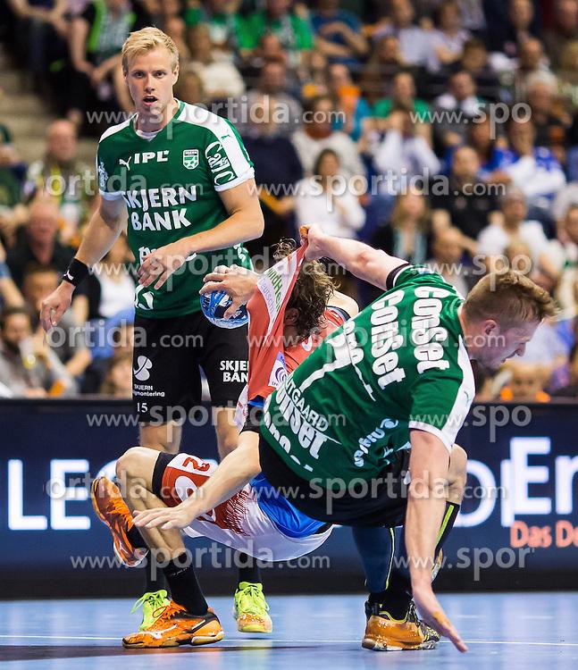 Berlin, Deutschland, 16.05.2015:<br /> Handball EHF Pokal Halbfinale Spiel 1 2014 / 2015 - Skjern Handbold - HSV Hamburg - EHF CUP Finals 2014/15.<br /> <br /> Kentin Mahe (HSV #22) - Thomas Klitgaard (Skjern Handbold #7) *** Local Caption *** &copy; pixathlon