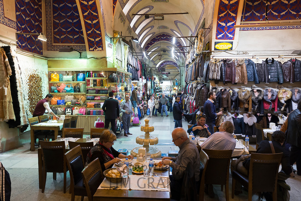 People dining in coffee shop cafe Sark Kahvesi inside The Grand Bazaar, Kapalicarsi, great market, Istanbul, Turkey